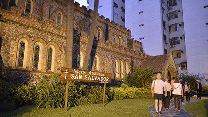 Las Iglesias Anglicanas surgen en Argentina, en el siglo XIX, debido a la presencia de los residentes británicos en el país. Estos comenzaron a construir sus templos y a recrear su vida religiosa tal cual tenían en su país de origen