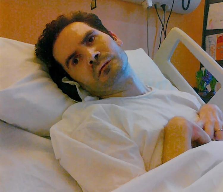 Una foto tomada en septiembre de 2013 por los padres de Vincent Lambert y publicada por su abogado Jean Paillot muestra al hombre tetrapléjico con soporte de vida artificial, en un hospital de Reims (Foto de HO / Cortesía de la familia Lambert / AFP)