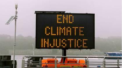 La economía, el terrorismo y las migraciones obtuvieron un porcentaje menor que la crisis climática en la preocupación que midió la encuesta. (Jon Tyson via Unsplash)