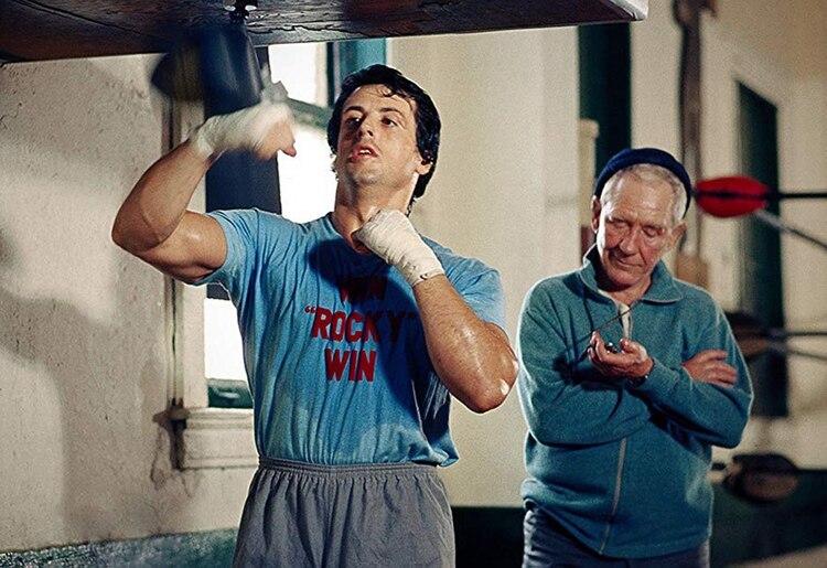 Rocky entrenando junto a Mickey
