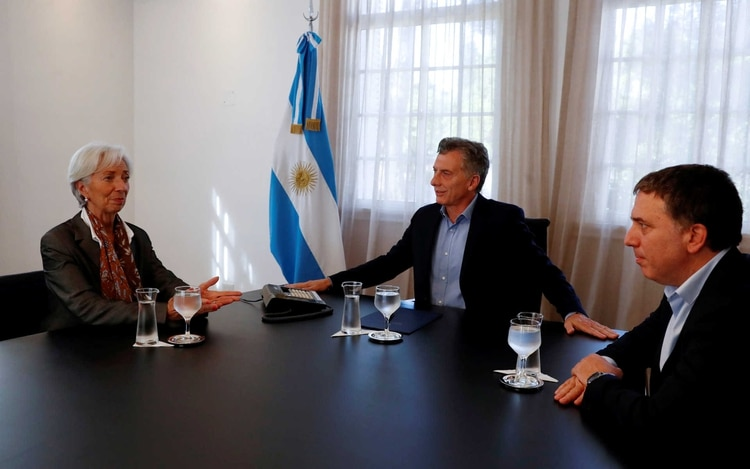 Junto a la directora del FMI Christine Lagarde y el ministro de Hacienda Nicolas Dujovne
