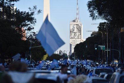 El banderazo, con capítulo principal en el Obelisco. El Gobierno reaccionó acelerando su plan judicial.