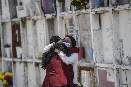 """Los datos de exceso de mortalidad """"expresan que las cifras están subestimadas"""", señaló el periodista Jude Webber (Foto: AFP)"""