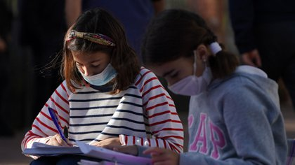 Clases: el gobierno bonaerense habilitó a las escuelas a retomar algunas prácticas presenciales