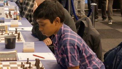 El joven ajedrecista derrotó en sólo 18 jugadas al gran maestro Axel Bachmann, el mejor ajedrecista de la historia de Paraguay.