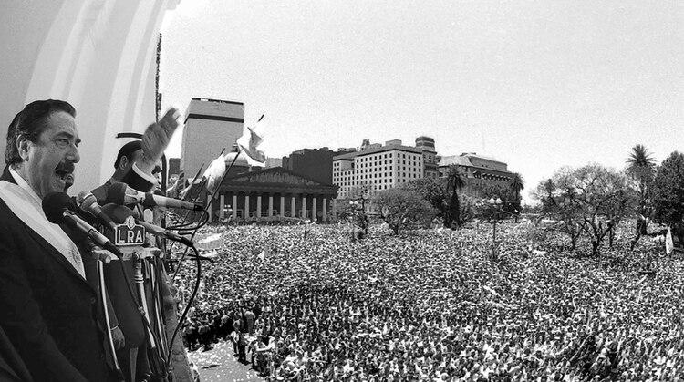 Alfonsín en el Cabildo el 10 de diciembre de 1983 – Victor Bugge