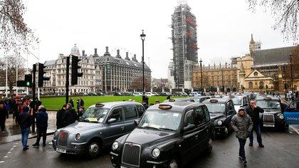 Taxistas en Londres durante una manifestación afuera del Parlamento February 8, 2019. REUTERS/Henry Nicholls