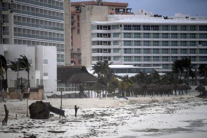 De los poco más de 40,000 turistas que se encontraban en la zona norte de Quintana Roo, permanecen unos 35,000, según cálculos de Cintrón. (Foto: AFP)