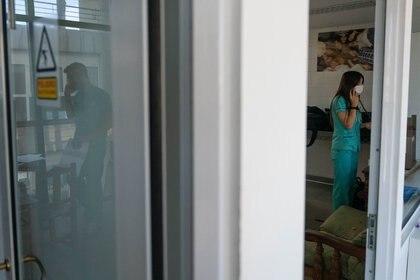 Cecilia Loudet, Jefa de la Unidad de Investigación del Hospital San Martín y terapista hace 20 años, en una de las salas de estar del personal.