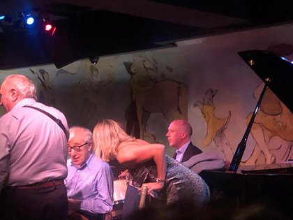 Andrea Ghidone junto a Woody Allen en el Café Carlyle