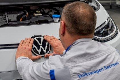 Cada tipo de motorización tendrá un emblema diferente REUTERS/Matthias Rietschel/File Photo