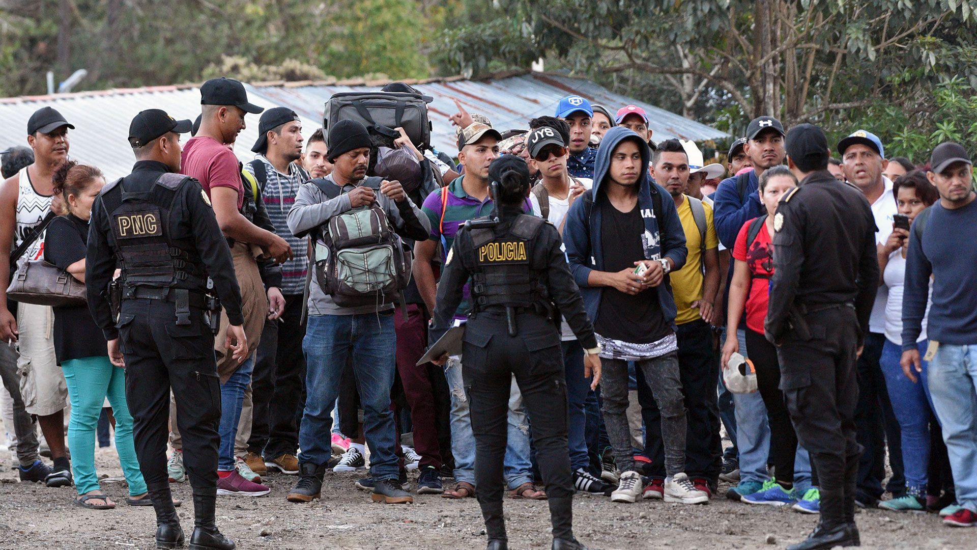 Además de sus propios migrantes, Guatemala también es un país de paso para los hondureños que intentan llegar a EEUU (AFP)