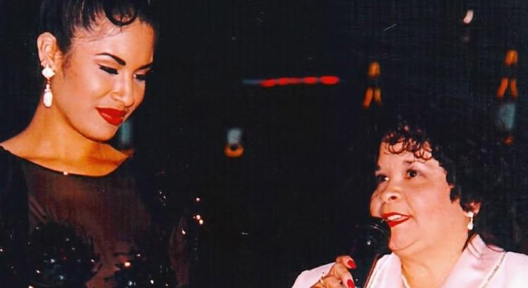La cantante junto a su asesina, Yolanda Saldívar