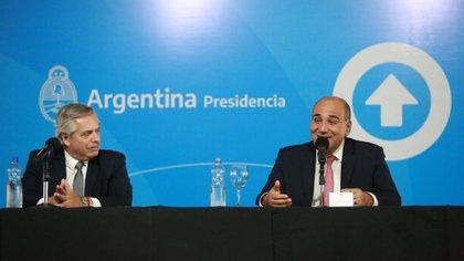 Alberto Fernández junto a Juan Manzur, uno de los gobernadores que lo acompañará en la conducción del PJ Nacional