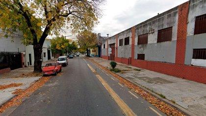 La calle Pola al 1900 en Mataderos donde Dingduan tenía su taller y depósito (Google Street View)