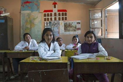 """Los fotógrafos platenses Erica Voget y Bernardo Greco recorren el país con el proyecto """"Memoria Escolar"""", una idea que crearon para llevar la fotografía en forma gratuita a los alumnos y maestros de escuelas públicas rurales"""