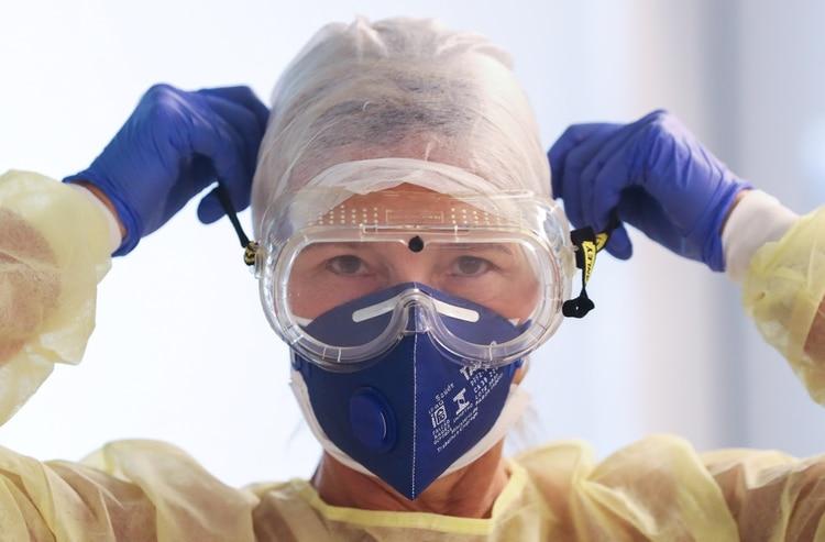 El coronavirus ya supera los 2.4 millones de casos en todo el mundo, según datos de la Universidad Johns Hopkins (REUTERS/Yves Herman)