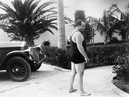 Al Capone (1899-1947) en su mansión cerca de 1929 (Shuttersotck)