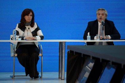 El presidente de Argentina, Alberto Fernández (d.) y la vicepresidenta de Argentina, Cristina Fernández.
