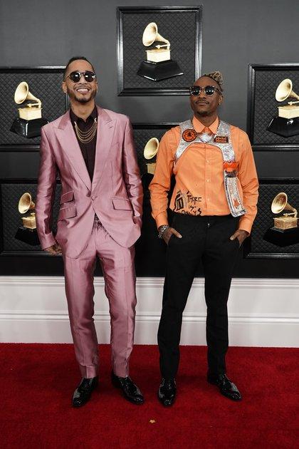 """El grupo musical Social House - July La Torre opinó a Infobae: """"No me gustan, pero son los Grammy, el color rosa está bien, pero los accesorios naranjas son más bien para un disfraz"""""""