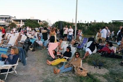 Cientos de personas disfrutaron de la inauguración. El festival dura hasta el 12 de enero en José Ignacio.