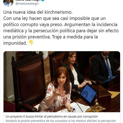 Captura del tuit de Mario Negri con críticas al proyecto de ley para limitar las prisiones preventivas por casos de corrupción.