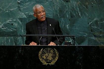 El presidente de Guyana, David Arthur Granger, se dirige a la 72ª Asamblea General de las Naciones Unidas el 20 de septiembre de 2017. (REUTERS/Eduardo Muñoz/Foto de archivo)