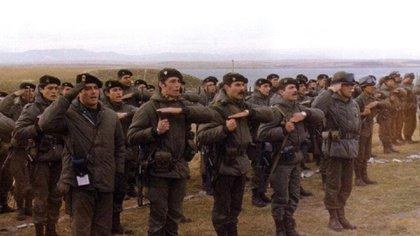 Juan José Gómez centurión frente al Regimiento 25 en Pradera del Ganso