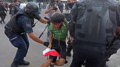 La madre del joven comentó que había sido detenido de manera injustificada. (Foto: Cuartoscuro)