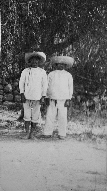 Campesinos zapatistas (Foto: AHUNAM)