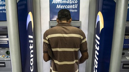 La cartera de créditos de la banca venezolana cerró en 216,8 millones de dólares al corte de noviembre pasado, lo que representó una reducción del 92,38 % en comparación con el año precedente (Bloomberg)
