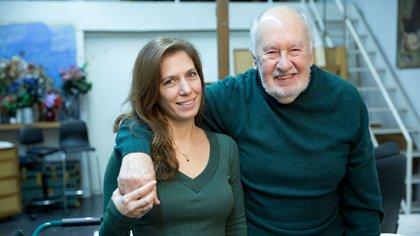 El maestro Roux y Paula Zacharías, autora del libro