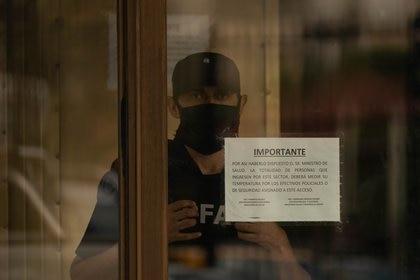 Guardia permanente: la PFA, que allanó el lugar, custodia de forma usual el edificio (foto: Franco Fafasuli)