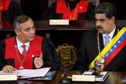 Maikel Moreno, presidente del TSJ chavista, y el dictador Nicolás Maduro (REUTERS/Manaure Quintero)