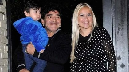 Diego Maradona con Dieguito y Verónica Ojeda