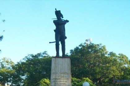 Monumento a Cabral en Saladas, el lugar donde nació.