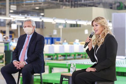 El presidente Alberto Fernández se hizo presente en el municipio de Cañuelas para recorrer junto a la intendenta Marisa Fassi  la planta de producción de heladeras de la empresa Visuar.S.A