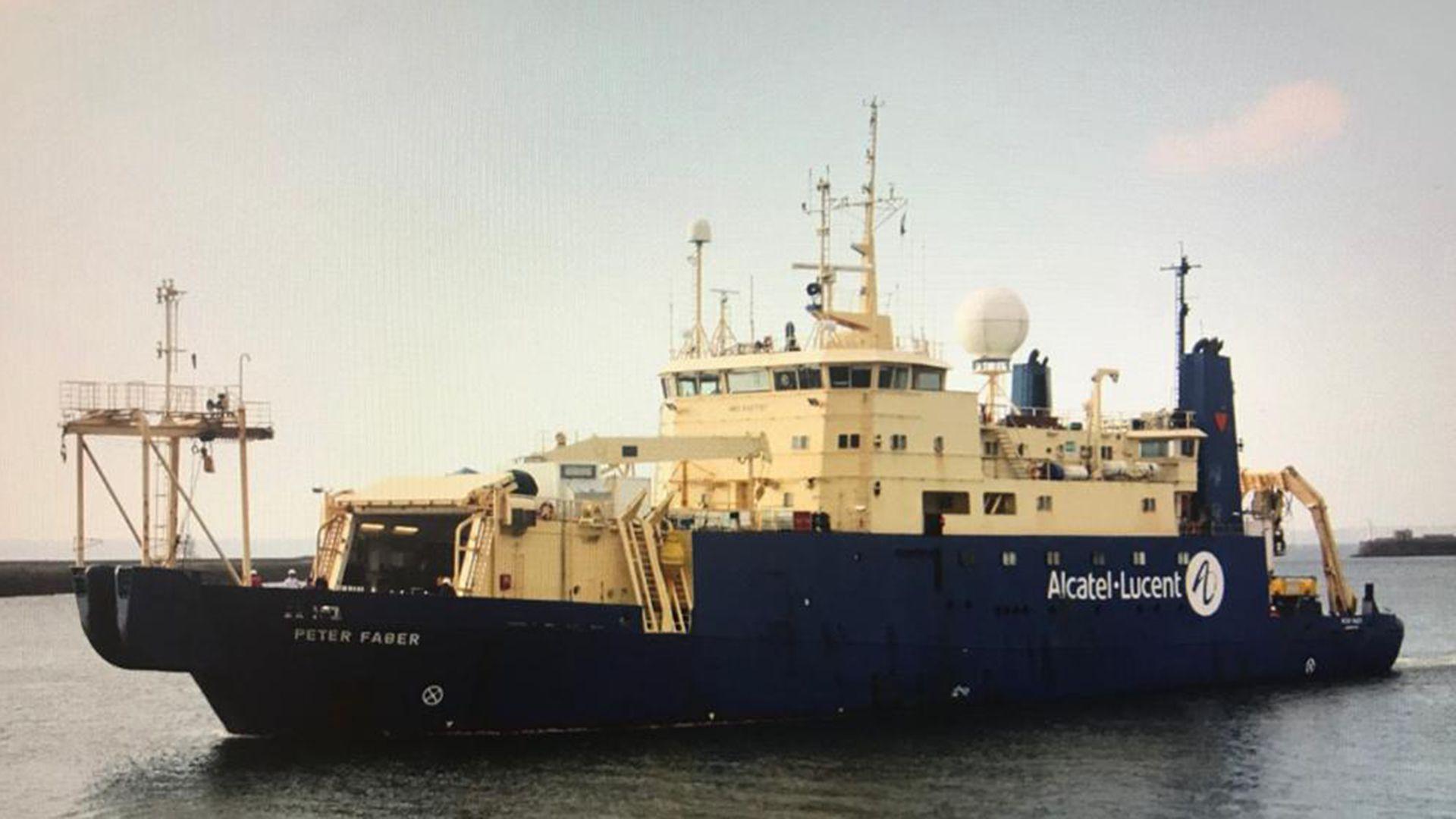 Internet Cable Submarino Peter Faber Ile de Sein Buques franceses