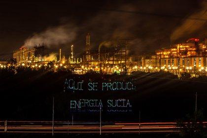 Greenpeace también impugnó el programa sectorial energético de AMLO, donde ya consiguió la suspensión definitiva mientras se resuelve el caso (Foto: EFE)