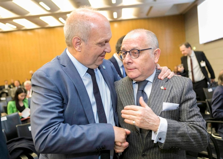 El titular de Medios y Contenidos Públicos, Hernán Lombardi, y el canciller, Jorge Faurie, en la elección que le dio la sede del evento a Buenos Aires