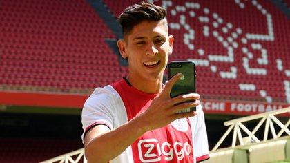 El mexicano fichó con el Ajax este verano para sustituir al capitán De Ligt, que partió a la Juventus italiana (Foto: Twitter @AFCAjax)