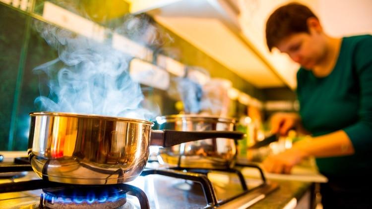 El monóxido de carbono es altamente venenoso y no se puede detectar a través de los sentidos: no se huele, no se ve y no produce irritación en los ojos (Shutterstock)