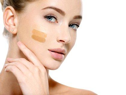 Consejos para elegir la base de maquillaje correcta, según las makeup artist (Shutterstock)