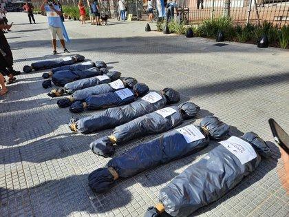 La polémica imagen de bolsas en la puerta de la Casa Rosada