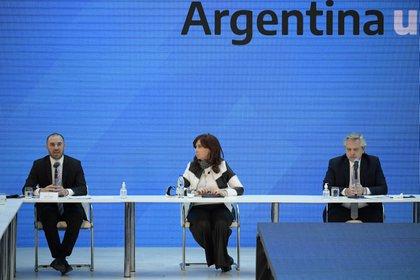 Martín Guzmán, Cristina Kirchner y Alberto Fernández (REUTERS)