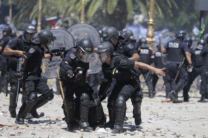 Hubo un total de 88 policías heridos