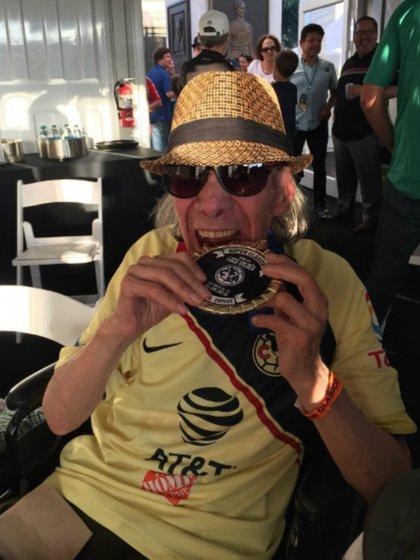 Su nieto Iván maneja su cuenta en Twitter (@LocoValdesReal)