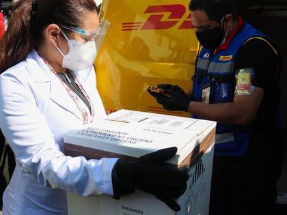 """Ante la posibilidad de que haya ciudadanos que se nieguen a recibir la vacuna, López Obrador aclaró esta misma semana que su aplicación siempre será """"voluntaria"""" en México, pero para los expertos esto no pone en riesgo el plan. (Foto: EFE)"""