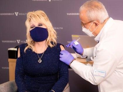 La cantante aportó USD 1.000.000 para la investigación del coronavirus (Foto:  @DollyParton/Handout via REUTERS)