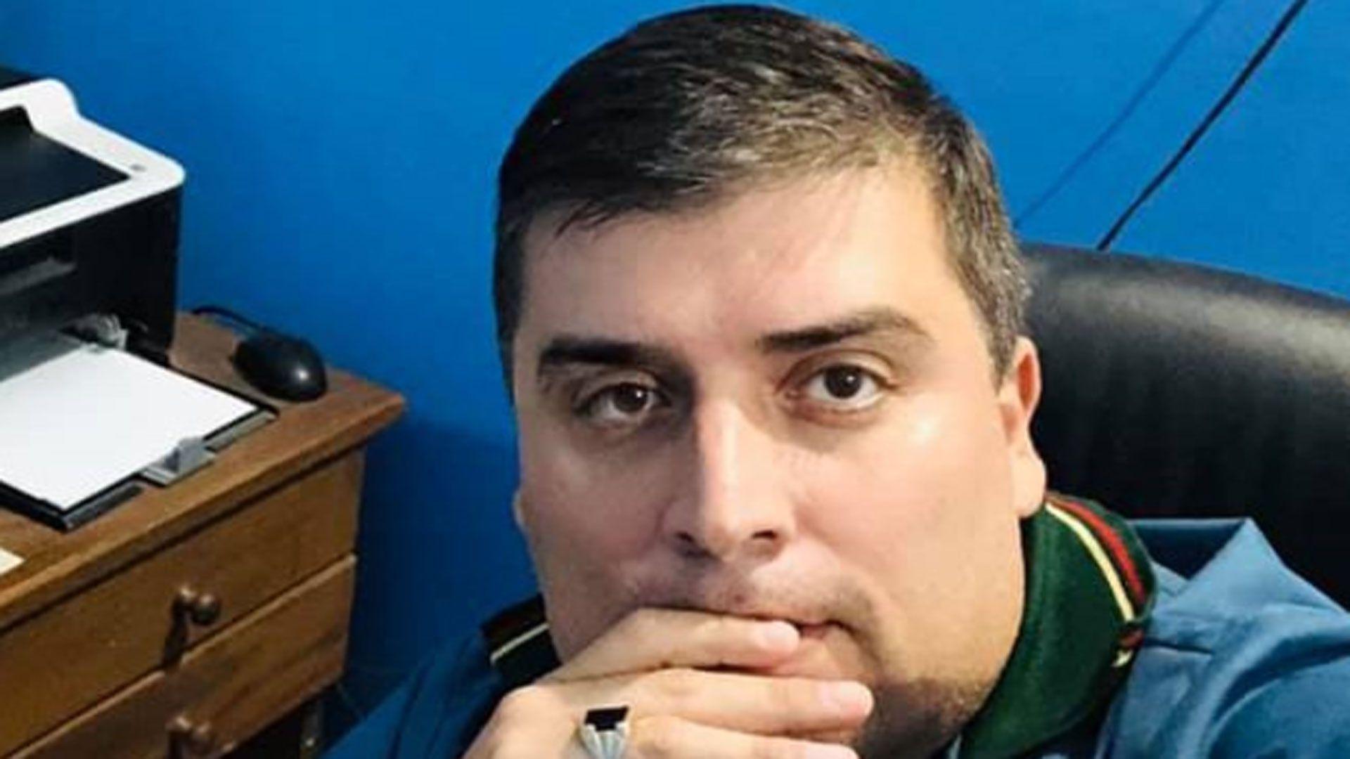 El falso médico Gustavo Figueroa fue separado del cargo y sometido a una causa penal (Twitter)